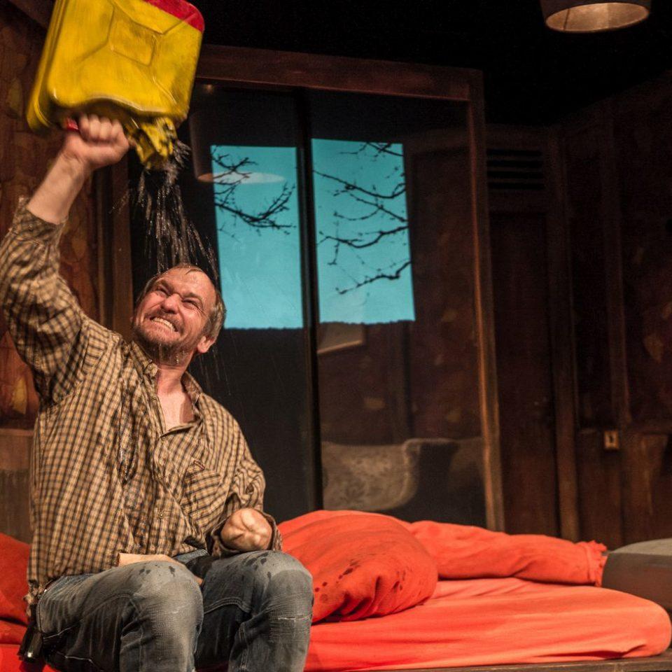 Martin McDonagh: UJETÁ RUKA (Behanding in Spokane). Marek Taclík  foto: Pavel Nesvadba