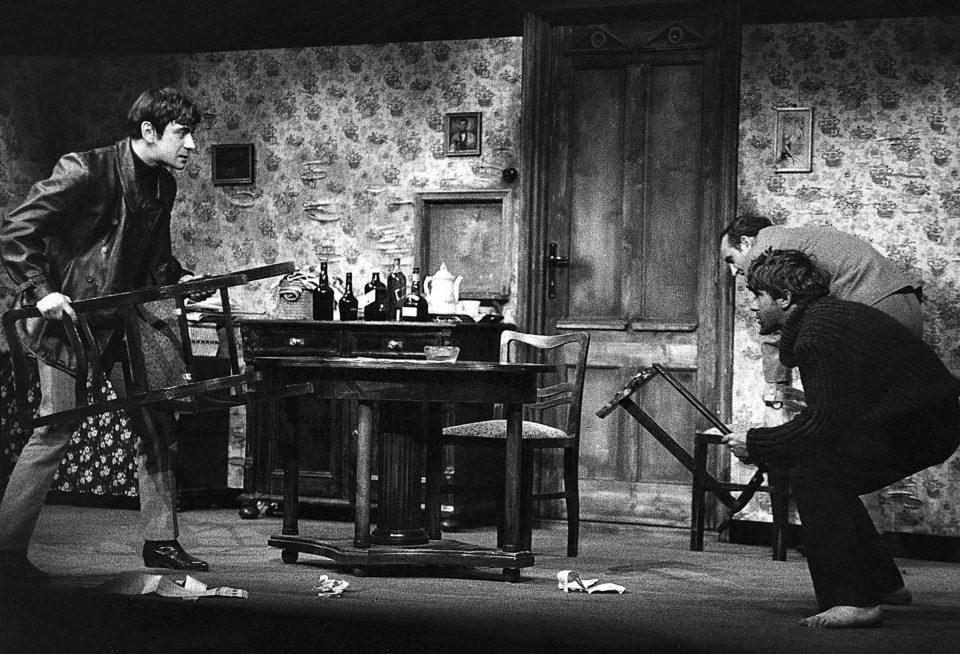 3_Narozeniny. H. Pinter: Narozeniny (režie J. Vostrý; 1967; Petr Čepek, Jiří Hrzán, Josef Somr) Foto Miloň Novotný
