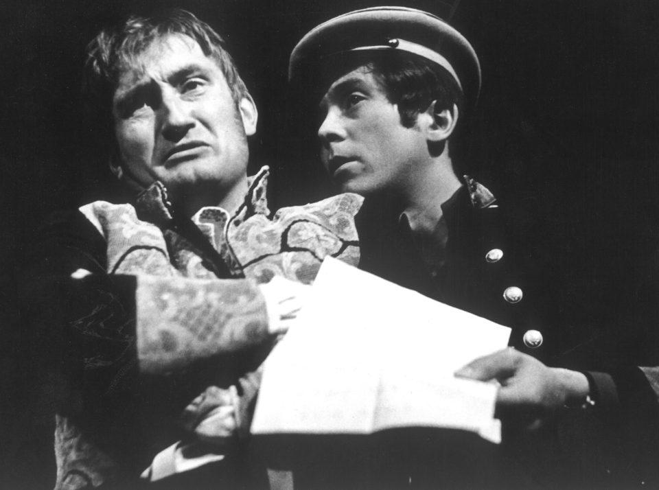 3_Revizor. N. V. Gogol: Revizor (režie Jan Kačer, 1967; Pavel Landovský, Josef Abrhám) Foto Miloň Novotný
