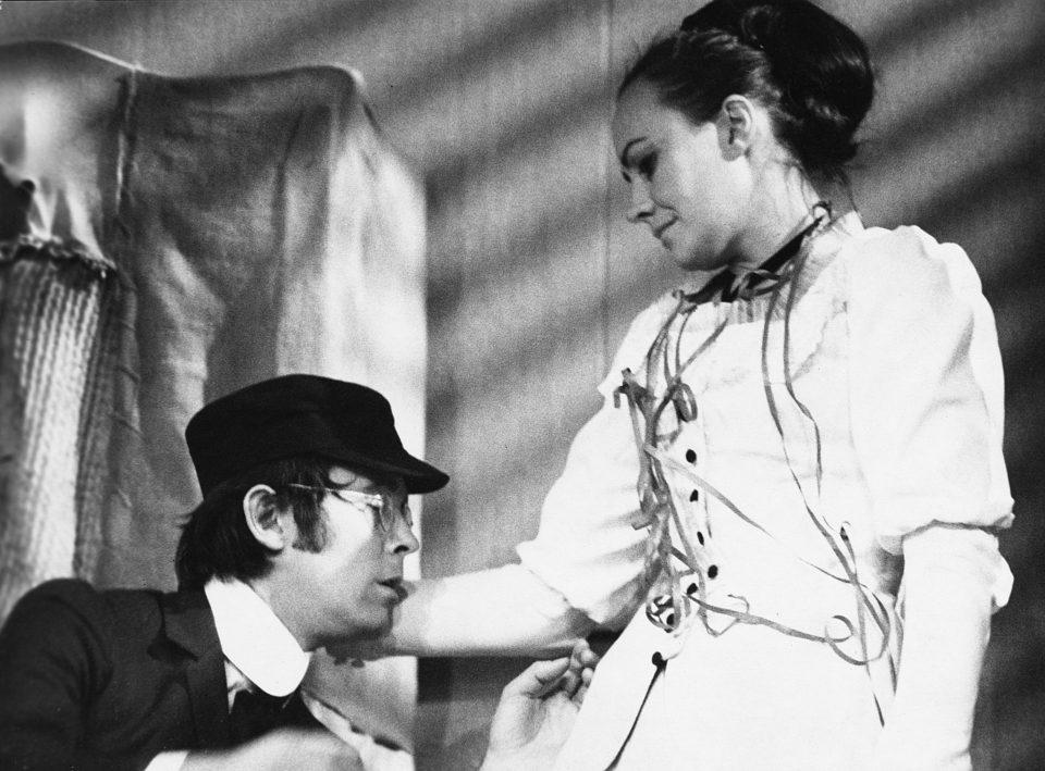 4_Visnovy_sad. Visnovy sad (režie Jan Kačer, 1969; Josef Abrhám, Věra Galatíková) Foto Miloň Novotný