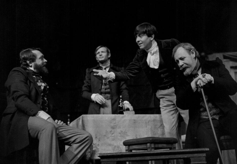 6_Hraci. N. V. Gogol: Hráči (režie Ladislav Smoček 1982; Jiří Zahajský, Jiří Kodet, Josef Abrhám, Josef Vondráček) Foto Miroslav Pokorný