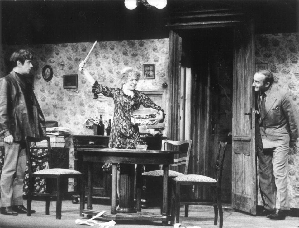 J-Trebicka_Narozeniny. Harold Pinter: NAROZENINY (režie Jaroslav Vostrý, 1967; Petr Čepek, Jiřina Třebická aJosef Somr) Foto Miloň Novotný
