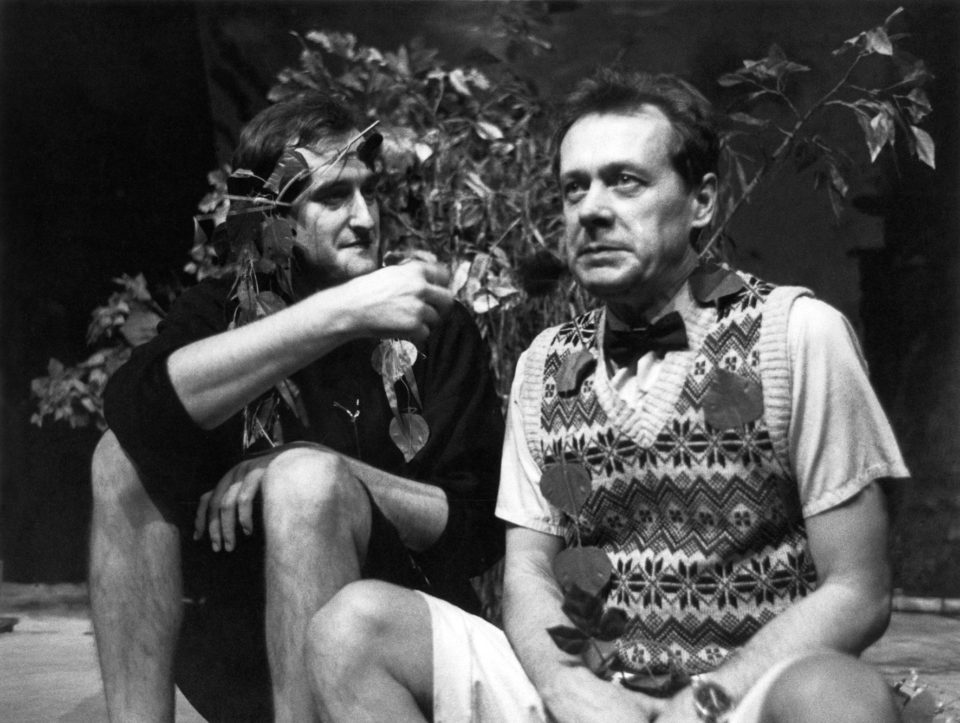 1_Sex_noci_svatojanske. Woody Allen: Sex noci svatojánské  (režie Ivo Krobot, 1993; Jaromír Dulava aOldřich Vízner)  Foto Miroslav Pokorný