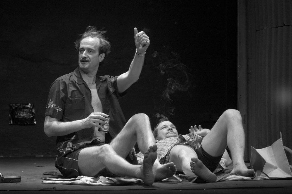 5_Sexualni_perverze. David Mamet: Sexuální perverze vChicagu  (režie Ondřej Sokol, 2004; Jaromír Dulava aMarek Taclík)  Foto Pavel Nesvadba