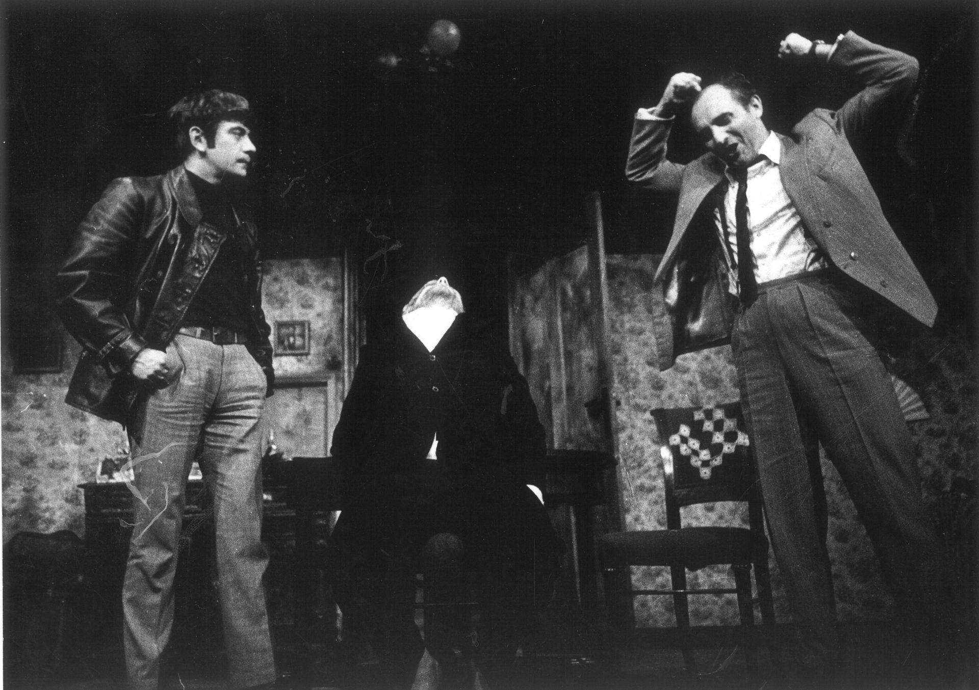 3 Narozeniny. Harold Pinter: Narozeniny (režie Jaroslav Vostrý, 1967; Petr Čepek, Jiří Hrzán aJosef Somr) Foto Miloň Novotný