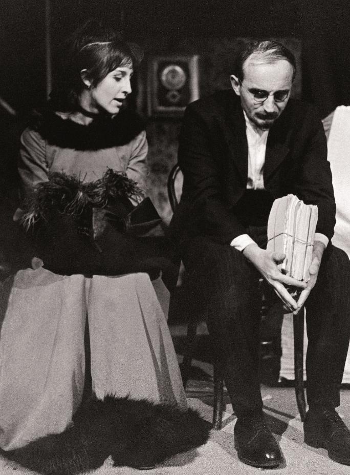 1_Spravedlivi. Dora Dulebová / Albert Camus: SPRAVEDLIVÍ, 1965 (s Josefem Somrem) Foto Miloň Novotný